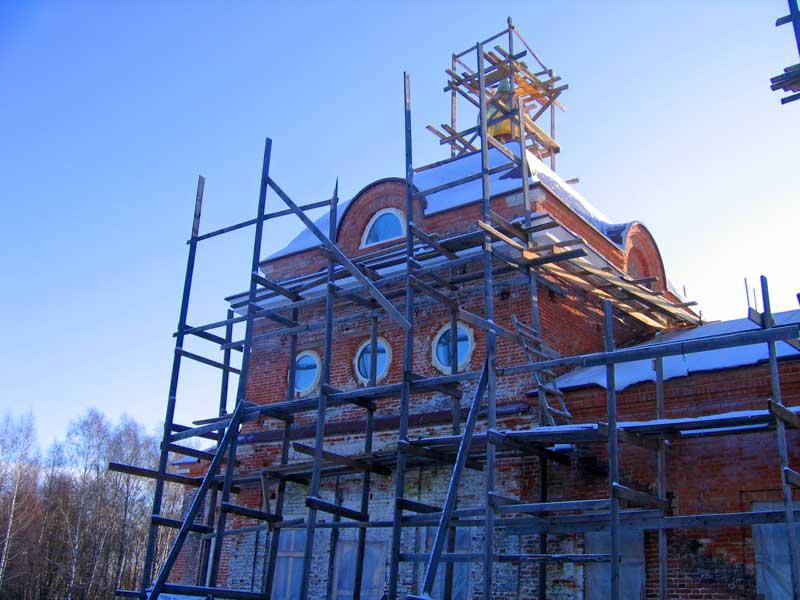 Остекление церкви, участие в реконструкции после