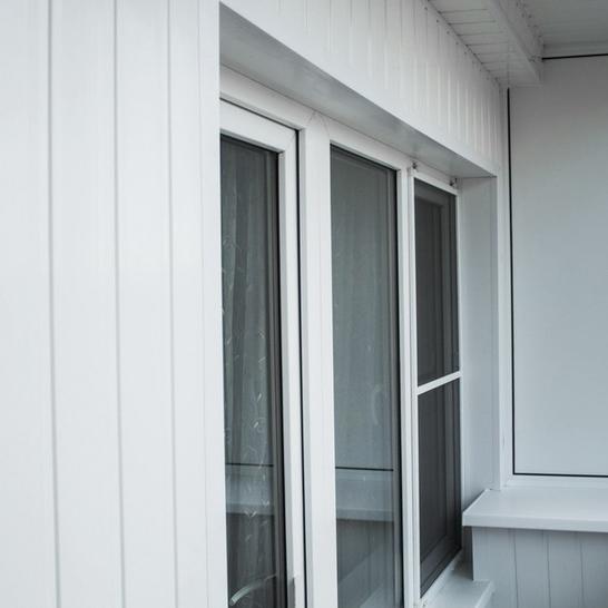 Отделка балкона виниловой вагонкой