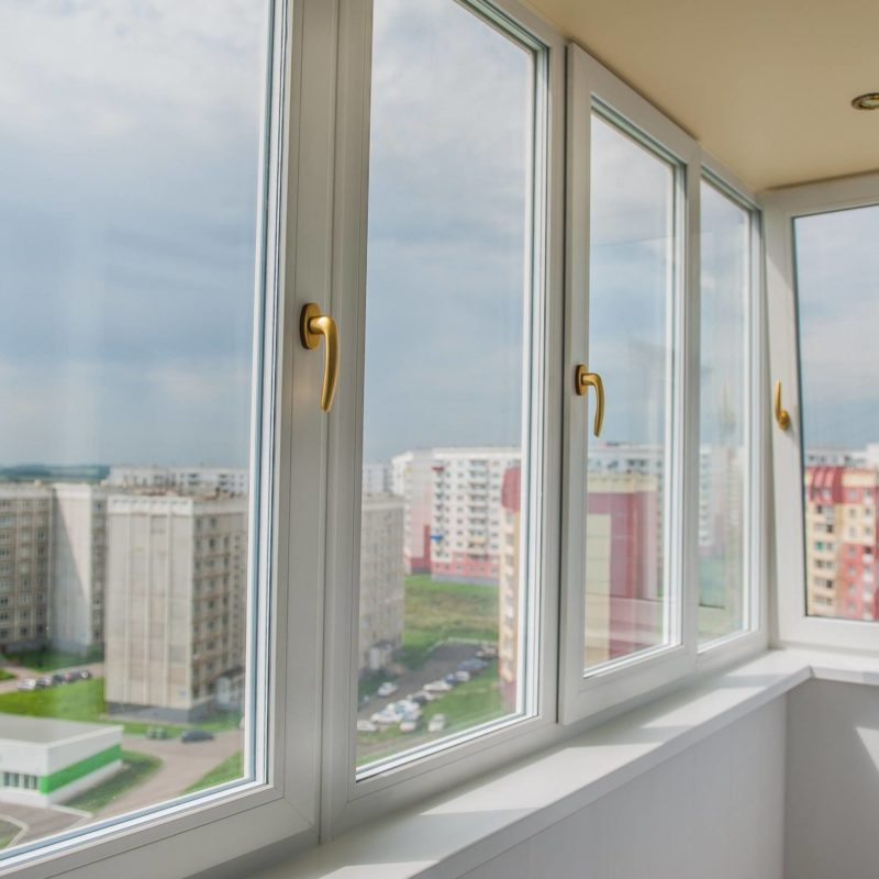 Тёплый пластиковый (ПВХ профиль) Rehau для балконов