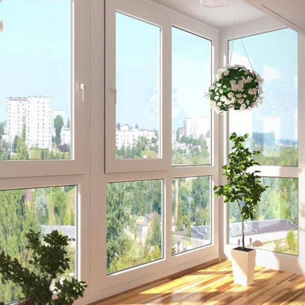 Пластиковое распашное панорамное остекление балкона