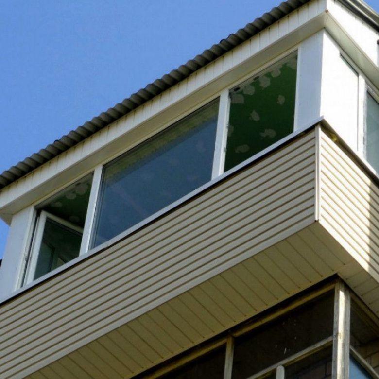 Остекление балкона с выносом по плите